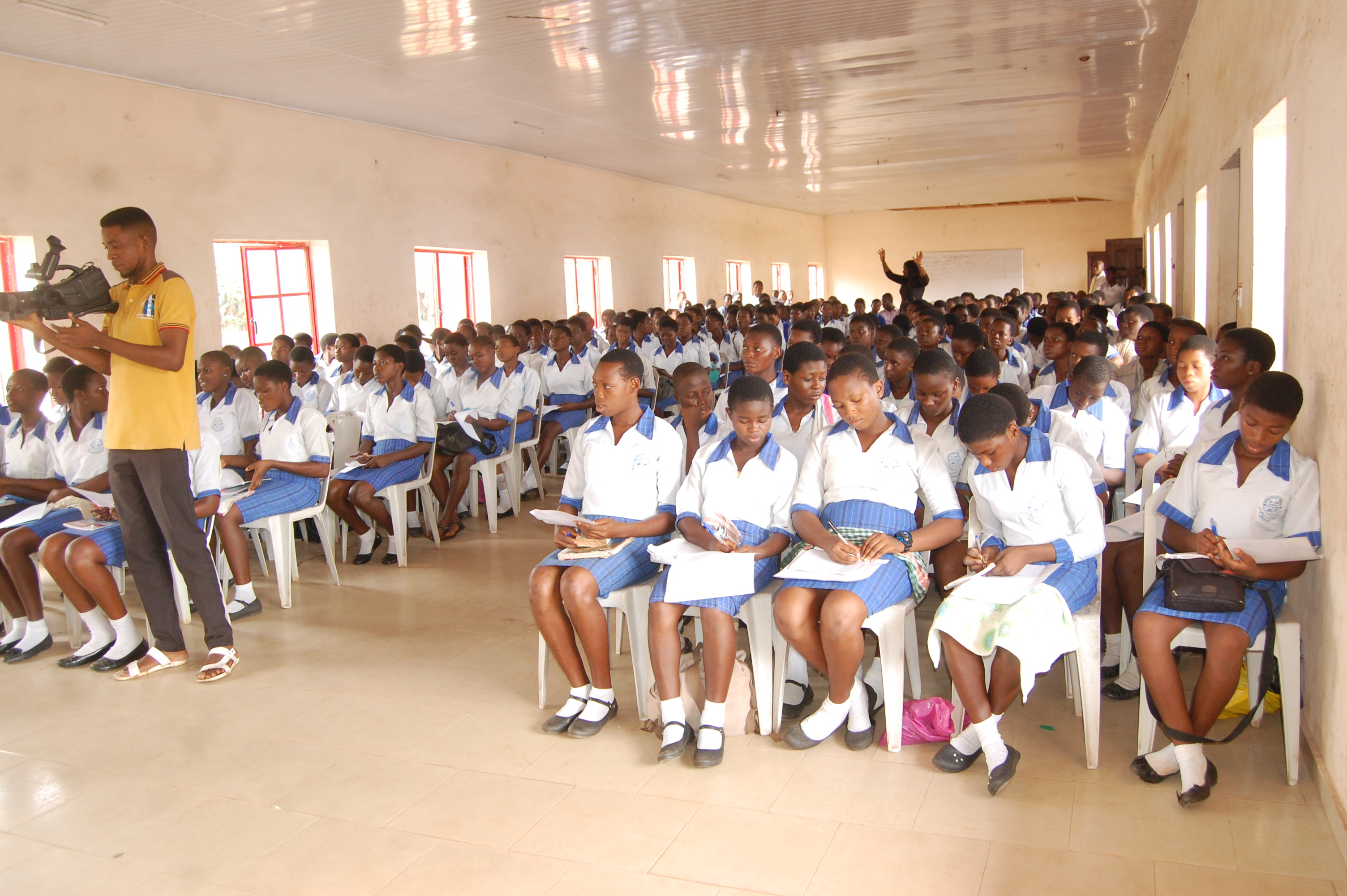 2. Cross sectional view of the students.